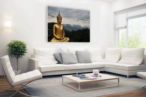 Boeddha met bewolkte lucht Hout
