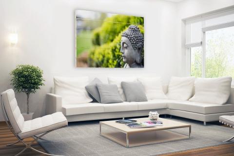 Standbeeld van Boeddha in een tuin Hout
