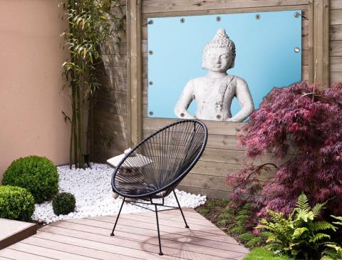 Witte Boeddha met blauwe achtergrond Tuinposter