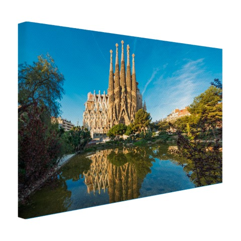 De Sagrada Familia en water op canvas