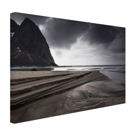 Donkere lucht boven strand Canvas
