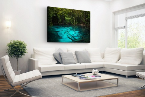 Helderblauw meer in de jungle Canvas